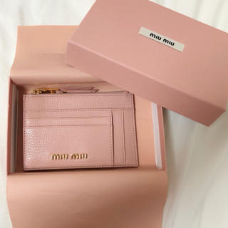 miumiu - 新品未使用 miumiu ミュウミュウ フラグメントケース カードケース ピンク