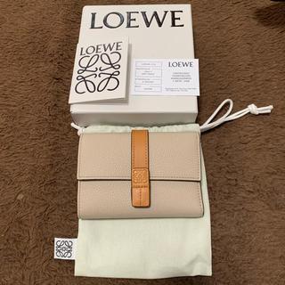 LOEWE - 新品 LOEWE ロエベ スモールバーティカルウォレット アイボリー 財布