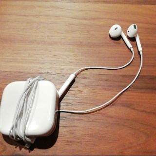 アイフォーン(iPhone)のiPhone 純正イヤホン アップル(ヘッドフォン/イヤフォン)