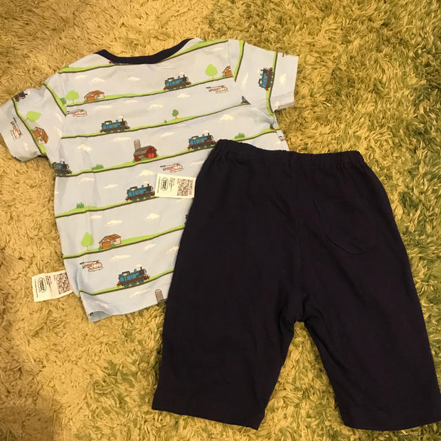 UNIQLO(ユニクロ)のUNIQLO トーマス パジャマ 90cm 美品 キッズ/ベビー/マタニティのキッズ服男の子用(90cm~)(パジャマ)の商品写真