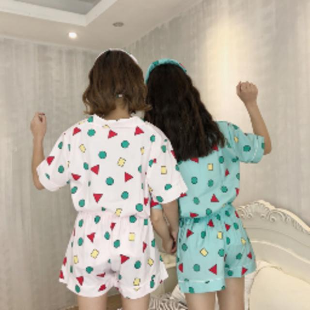 売れてます!クレヨンしんちゃんパジャマ夏用 ミントM半袖半ズボン レディースのルームウェア/パジャマ(パジャマ)の商品写真