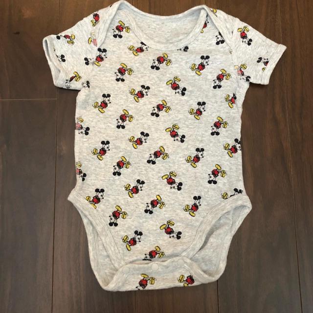 UNIQLO(ユニクロ)のユニクロ ミッキー ロンパース  ボディースーツ キッズ/ベビー/マタニティのベビー服(~85cm)(ロンパース)の商品写真