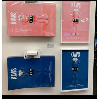 メディコムトイ(MEDICOM TOY)のkaws ポスター ピンク 青 二枚セット(ポスター)