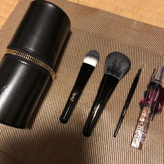 イヴサンローランボーテ(Yves Saint Laurent Beaute)のサンローランブラシと香水セット(ブラシ・チップ)