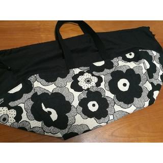 マリメッコ(marimekko)の新品ハンドメイドレジカゴバッグエコバッグ北欧風大花モノトーン白黒(エコバッグ)