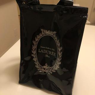 ラデュレ(LADUREE)の【難あり】ラデュレ 保冷バッグ ランチトート 黒 エナメル ピエールエルメ(弁当用品)