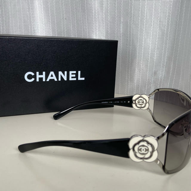 CHANEL(シャネル)のシャネル ★カメリア サングラス レディースのファッション小物(サングラス/メガネ)の商品写真