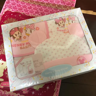 Disney - ディズニーリゾート限定 出産祝いギフトセット☆ ドレス スタイ キャップ セット