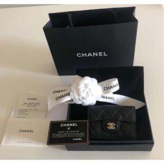 CHANEL - シャネル スモールウォレット 三つ折り財布 黒&ゴールド 新品未使用