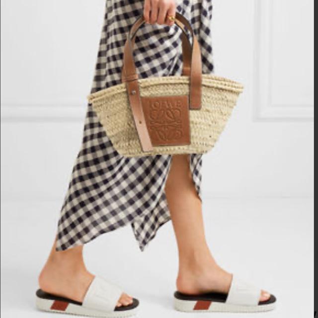 LOEWE(ロエベ)のLOEWEロエベ ラフィア ストローバッグ Sサイズ かごバッグ レディースのバッグ(かごバッグ/ストローバッグ)の商品写真