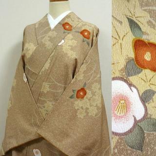 茅色のたたき染め調に椿 洗える小紋(着物)
