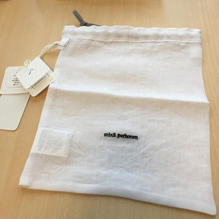 ミナペルホネン(mina perhonen)の新品未使用❗️ ミナペルホネン 巾着ポーチ ホワイト(ポーチ)