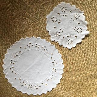 Lochie - ヴィンテージ刺繍ドイリーセット