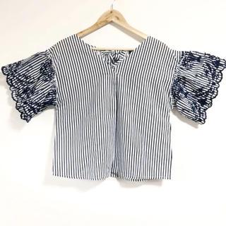 ZARA - 新品⭐️袖の刺繍&首リボンが可愛い(๑˃̵ᴗ˂̵)✨‼️着痩せ❤️ストライプ
