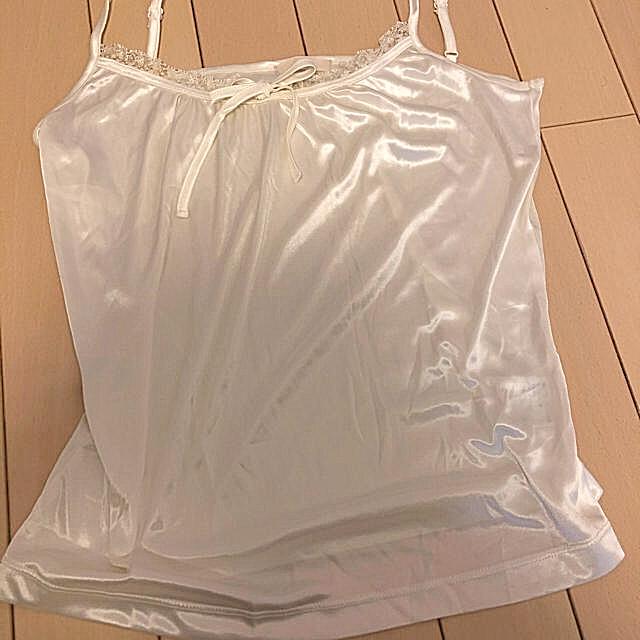 ef-de(エフデ)のエフデ サテン キャミソール インナー 白 9号 M L レディースのトップス(キャミソール)の商品写真