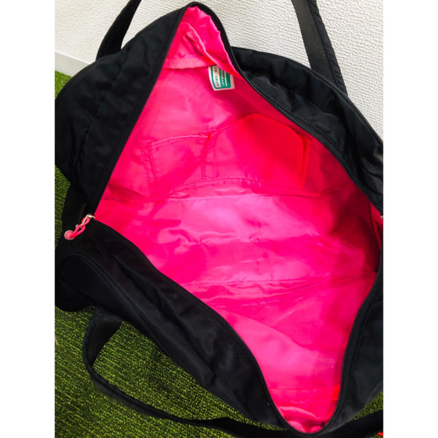 adidas(アディダス)のadidas スポーツバッグ 大容量 ボストンバッグ  ブラック×ピンク スポーツ/アウトドアのトレーニング/エクササイズ(トレーニング用品)の商品写真