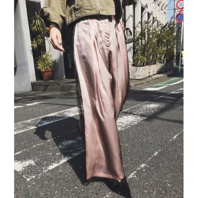 Ameri VINTAGE(アメリヴィンテージ)のameri vintage SHEER SHINY PANTS レディースのパンツ(カジュアルパンツ)の商品写真