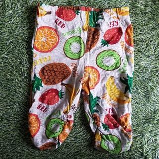 ニシマツヤ(西松屋)の7分丈裾シャーリングパンツ 90 フルーツ柄 グレー(パンツ/スパッツ)