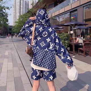 「スーツ2枚14000円送料込み」 LVルイヴィトンパーカー /長袖②