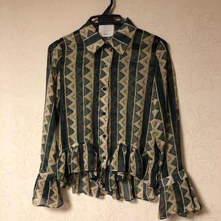 カワイイ(cawaii)のcawaii 幾何学模様のシャツ(シャツ/ブラウス(長袖/七分))