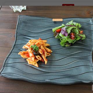 ナハトマン(Nachtmann)のナハトマン サハラ スクエアプレート 皿 ブラック 大×1 小×2 合計3枚(食器)