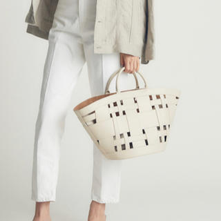 Mila Owen - ミラオーウェン ワイドメッシュポーチ付き扇型バッグ