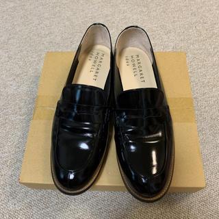 マーガレットハウエル(MARGARET HOWELL)のマーガレットハウエル ガラスコーティング本革ローファー  黒 24.5センチ(ローファー/革靴)