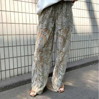 アメリヴィンテージ(Ameri VINTAGE)のAMERI MEDI EMBROIDERY TULLE PANTS(カジュアルパンツ)