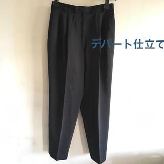 レディースLスーツ下漆黒色タック入りボトム(パンツズボン股下64cmウエストゴム(礼服/喪服)