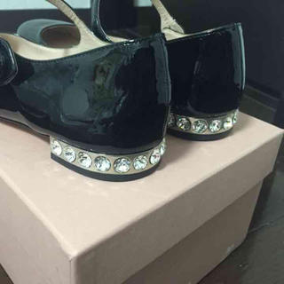 miumiu(ミュウミュウ)のmiumiu ビジュー フラットシューズ レディースの靴/シューズ(