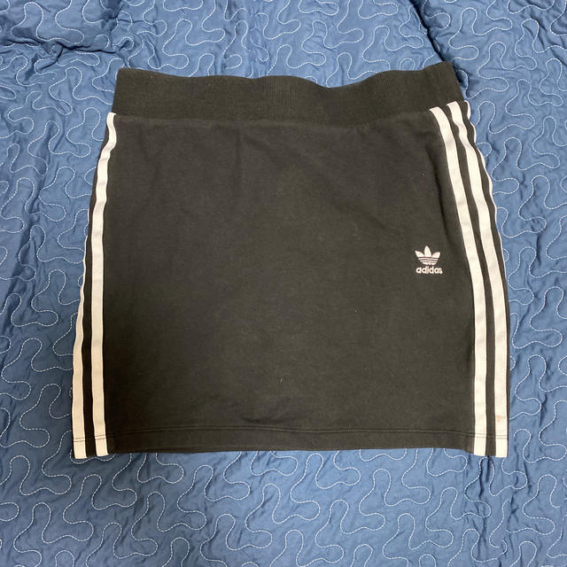 adidas(アディダス)のadidas ミニタイトスカート レディースのスカート(ミニスカート)の商品写真