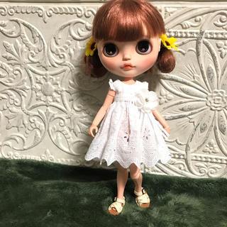小さな袖の真っ白ワンピース 3(人形)