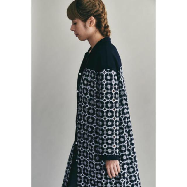 mina perhonen(ミナペルホネン)のミナペルホネン  anemone  コート  紺   サイズ38 レディースのジャケット/アウター(ロングコート)の商品写真