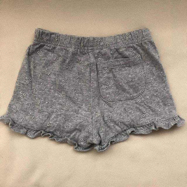 babyGAP(ベビーギャップ)のbabyGap☆ショートパンツ☆90㎝ キッズ/ベビー/マタニティのキッズ服女の子用(90cm~)(パンツ/スパッツ)の商品写真