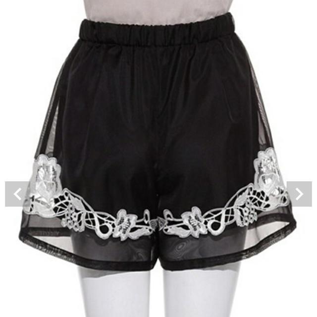snidel(スナイデル)のスナイデル 刺繍 花柄 ショートパンツ レディースのパンツ(ショートパンツ)の商品写真