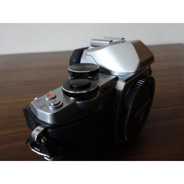 OLYMPUS(オリンパス)の【早い者勝ち】【値下げ中】OLYMPUS OM-D E-M10 1 スマホ/家電/カメラのカメラ(ミラーレス一眼)の商品写真