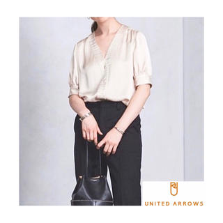 UNITED ARROWS - 値下げ【美品】UNITED ARROWS  Vネック ブラウス