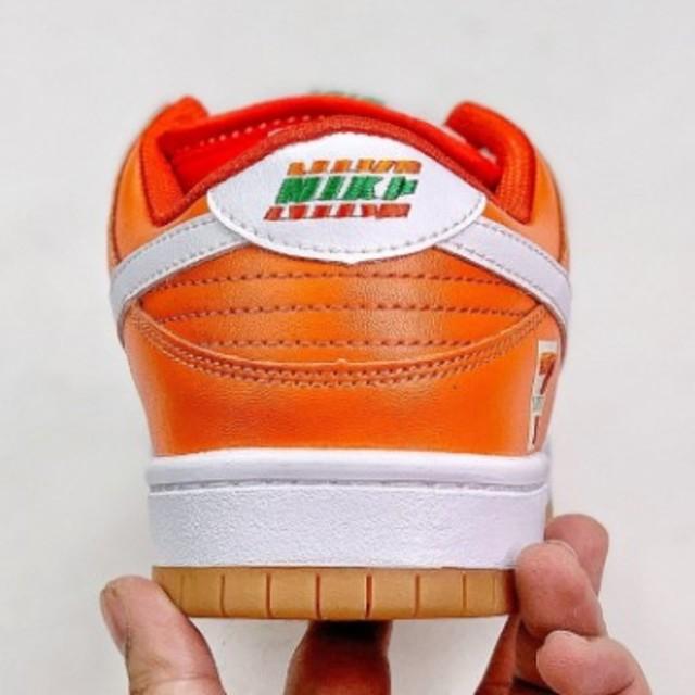 NIKE(ナイキ)の27.5cm Nike SB Dunk Low メンズの靴/シューズ(スニーカー)の商品写真