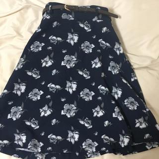 HONEYS - グラシア ひざ丈スカート 花柄 ベルト付き