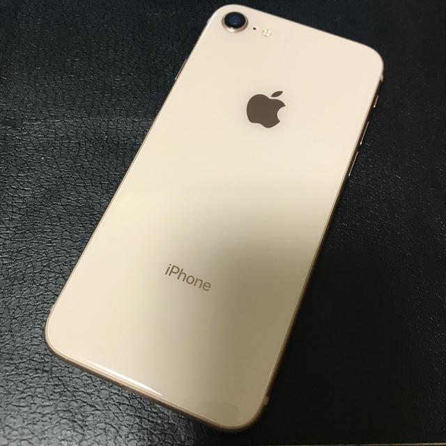 Apple(アップル)のめめめ様専用 SoftBank iphone 8 64GB ゴールド スマホ/家電/カメラのスマートフォン/携帯電話(スマートフォン本体)の商品写真