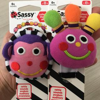 サッシー(Sassy)のダッドウェイ  DADWAY Sassy チャームバンド ベビー 新品未使用(知育玩具)