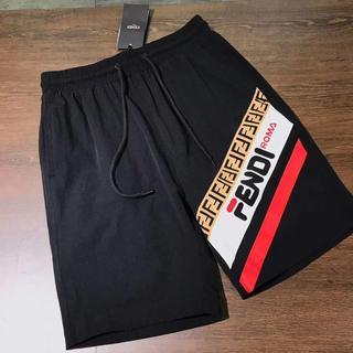フェンディ(FENDI)の美品フェンディ FENDI半ズボン(ショートパンツ)
