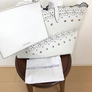 レベッカミンコフ(Rebecca Minkoff)のレベッカミンコフ ホワイトレザースタッズ トートバッグ 未使用新品 マザーバッグ(トートバッグ)