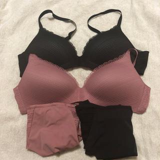 ユニクロ(UNIQLO)のJ.J様ご専用 黒と濃いピンク ショーツとブラセット(ブラ&ショーツセット)