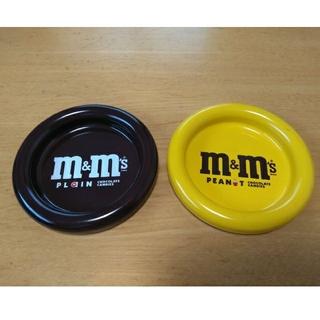 エムアンドエム(M&M)のM&M's  缶プレート2枚セット(食器)