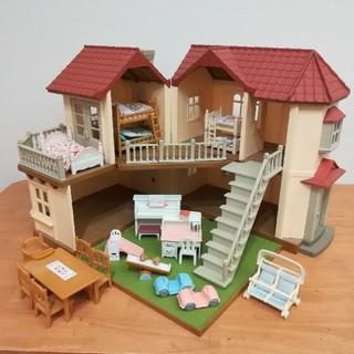 エポック(EPOCH)の【再値下げ】シルバニアファミリー 灯りの灯る大きな家 家具付き(ぬいぐるみ/人形)