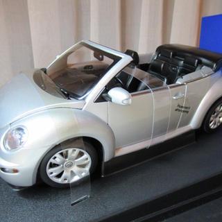 フォルクスワーゲン(Volkswagen)のオートアートニュービートルカブリオレ1/18(ミニカー)