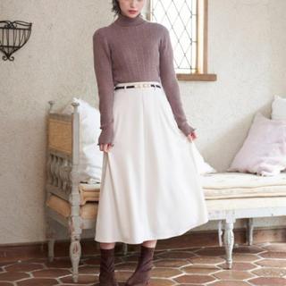 マジェスティックレゴン(MAJESTIC LEGON)の新品✨定価5830円 薄手のサテン素材のスカート  💕白 Sサイズ大特価(その他)