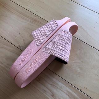 アディダス(adidas)の女性用サンダル(サンダル)