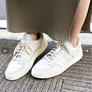 イエナ(IENA)のiena adidas 別注スーパーコート (スニーカー)